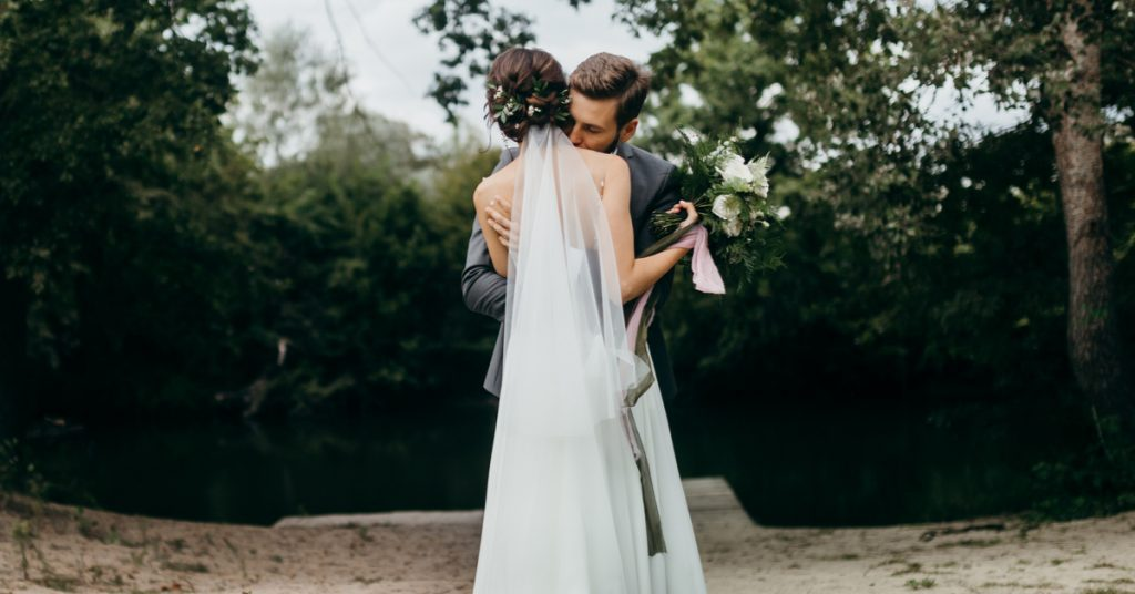 10 Veil Types for Your Bridal Style, Barely There Veil