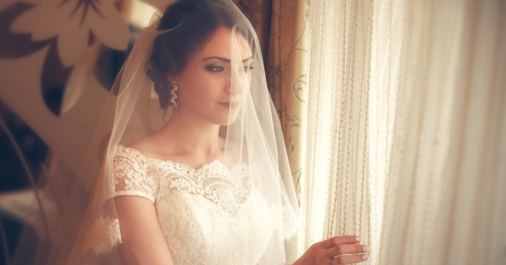 10 Veil Types for Your Bridal Style, Drop Veil