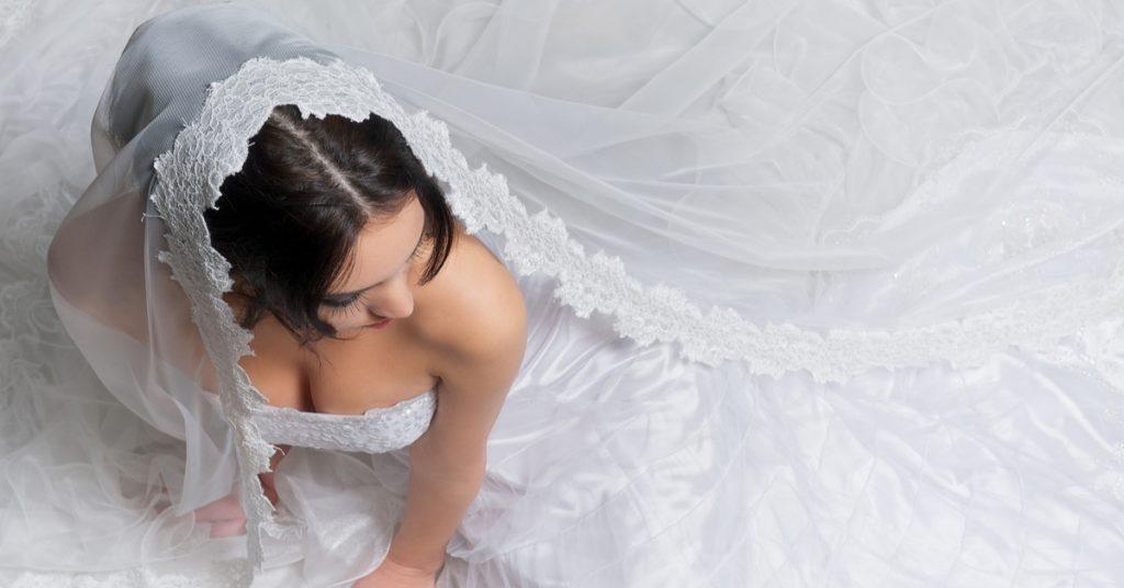 10 Veil Types for Your Bridal Style, Mantilla Veil