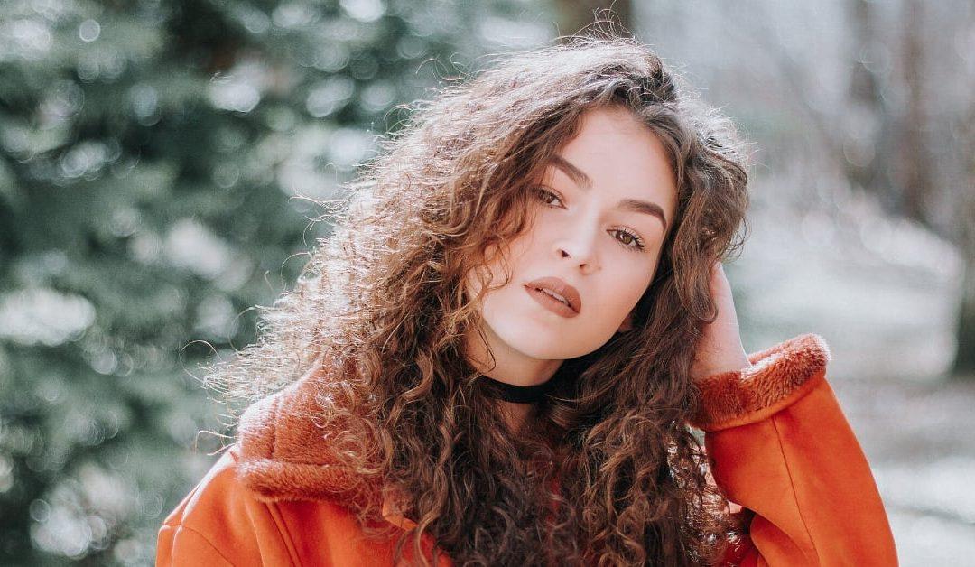 5 Ways Curly Girls Get Bouncy Frizz-Free Hair